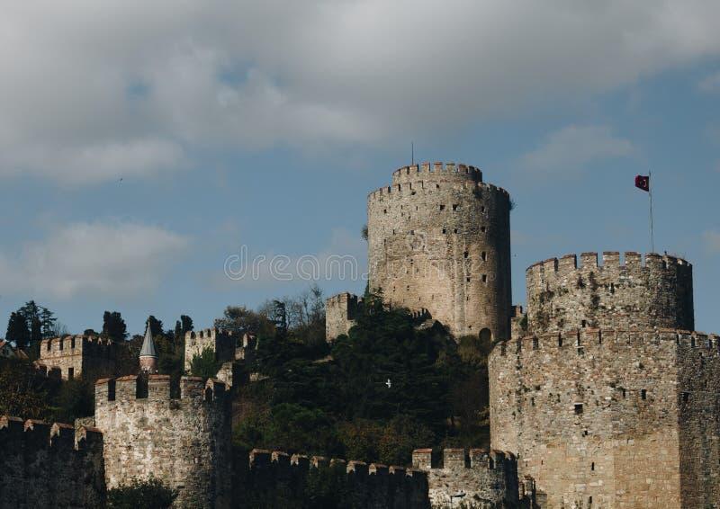 Torre velha da fortificação medieval em Istambul Turquia fotos de stock royalty free
