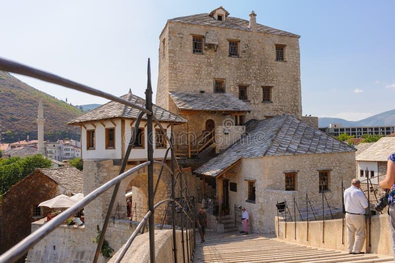 Torre velha de Halebija da ponte de Mostar imagens de stock