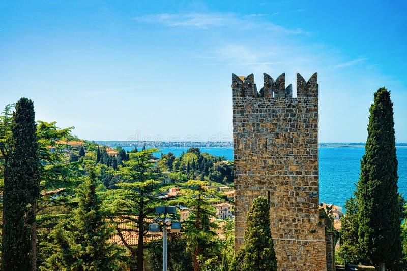 Torre velha no Eslovênia do forte de Piran e do mar de adriático fotografia de stock royalty free