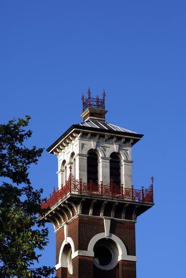 Torre victoriana adornada con los puntos de visión fotos de archivo