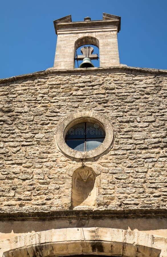 Torre y campana de iglesia en Gordes Provence foto de archivo