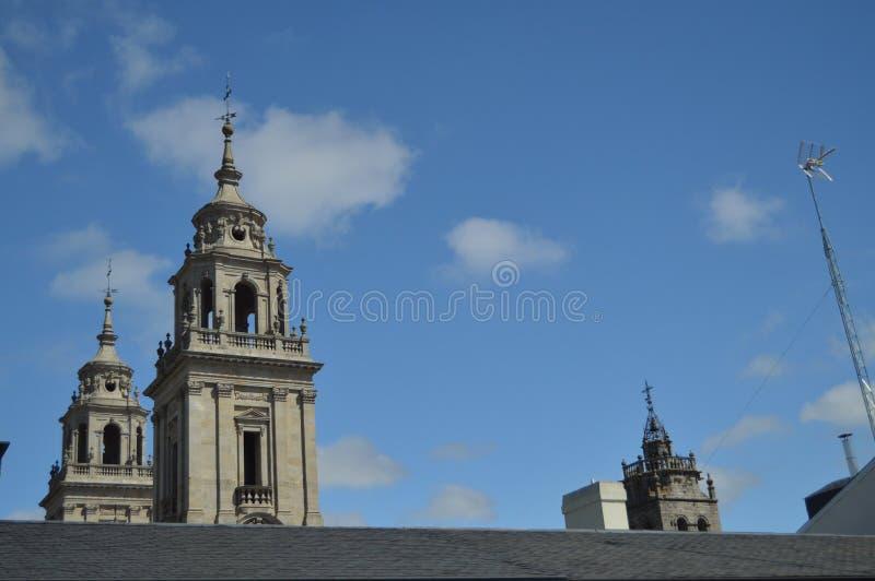 Torre y campanario de Santa Maria Cathedral In Lugo Viaje, arquitectura, días de fiesta imagen de archivo