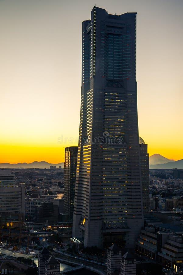 Torre y el monte Fuji de la señal foto de archivo libre de regalías