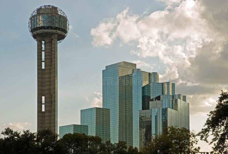 Torre y hotel de la reunión de Dallas foto de archivo