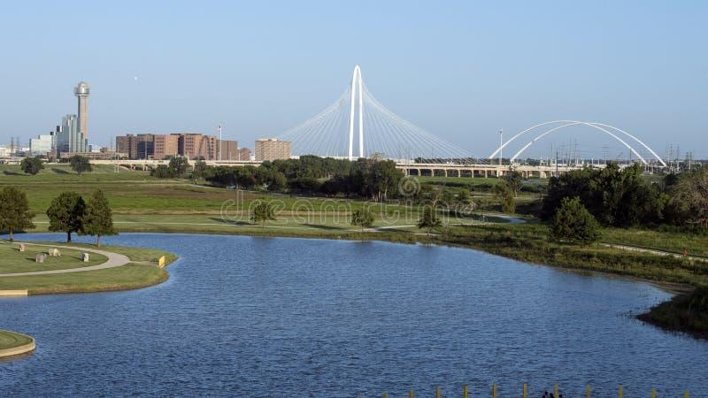 Torre y Margaret Hunt Hill Bridge, Dallas de la reunión imágenes de archivo libres de regalías