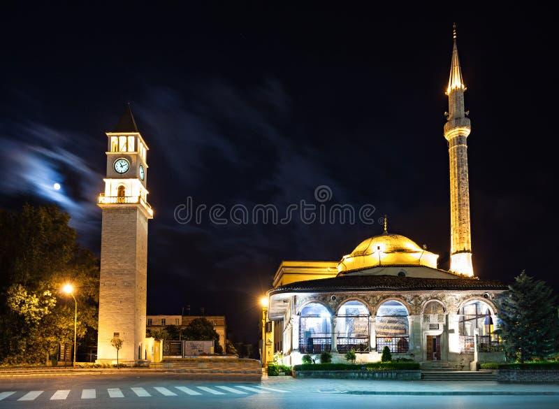 Torre y mezquita de reloj fotografía de archivo libre de regalías