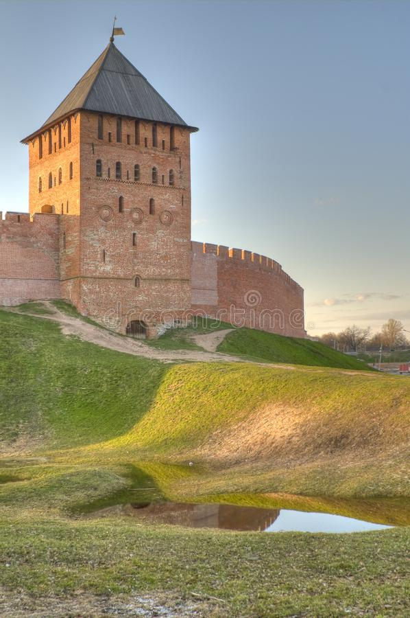Torre y pared de Novgorod el Kremlin fotografía de archivo libre de regalías