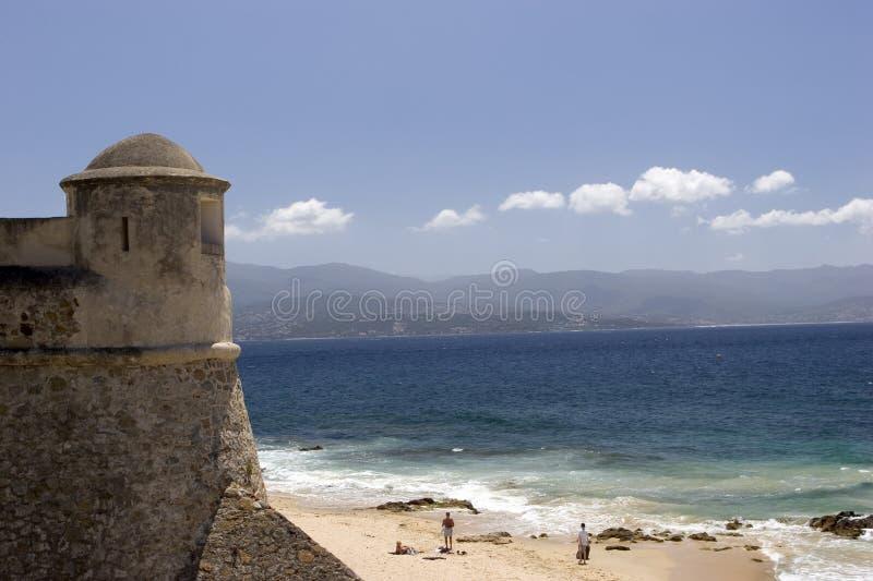 Torre y playa fotos de archivo libres de regalías