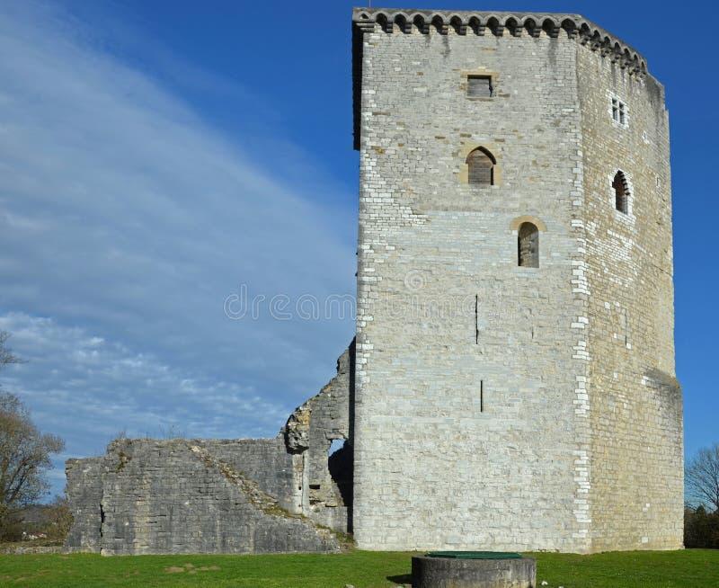 Torre y ruinas del castillo medieval Moncade en Orthez imagen de archivo