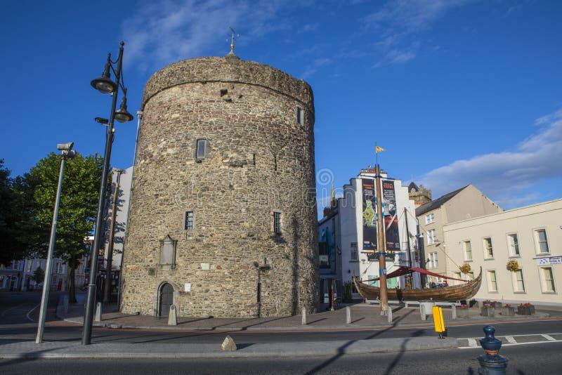 Torre y Viking Longboat de Reginalds en Waterford imágenes de archivo libres de regalías