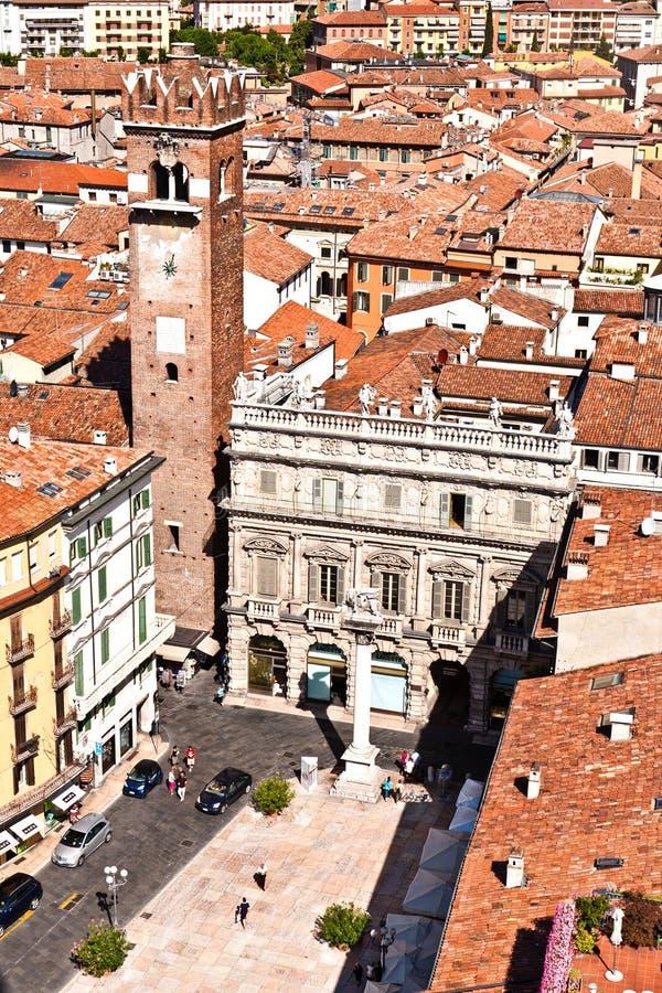 Torredei Lamberti in Piazza delle Erbe, Verona stock afbeelding