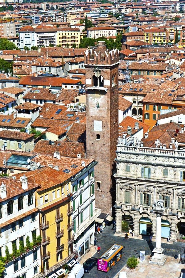 Torredei Lamberti in Piazza delle Erbe, Verona royalty-vrije stock afbeeldingen