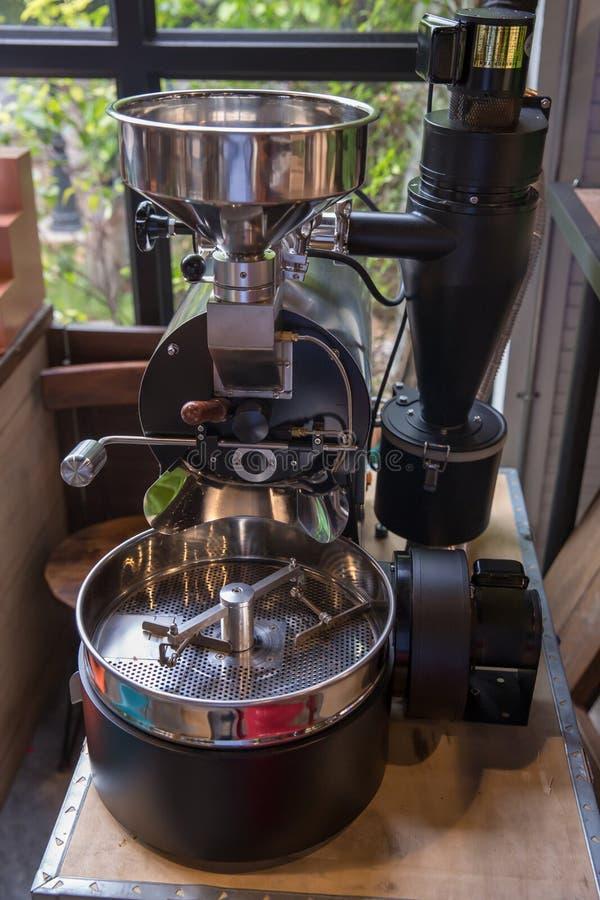 Torrefattore Macchina professionale di filatura del dispositivo di raffreddamento Concetto di industria fotografie stock libere da diritti