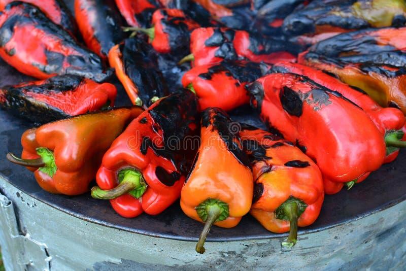 Torrefazione dei peperoni fotografie stock