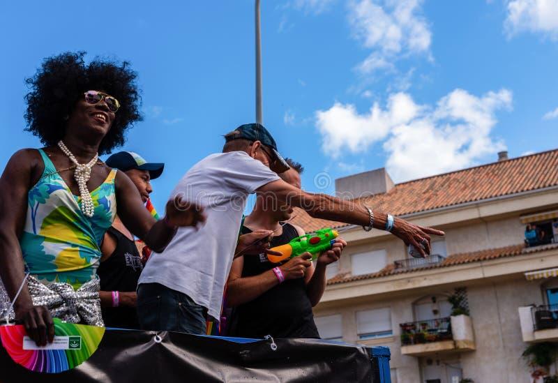 TORREMOLINOS, ESPAGNE - 2 juin 2018 les gens marchent dans les RP annuelles image libre de droits
