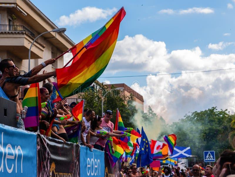 TORREMOLINOS, ESPAGNE - 2 juin 2018 les gens marchent dans les RP annuelles images libres de droits