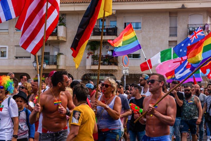 TORREMOLINOS, ESPAGNE - 2 juin 2018 les gens marchent dans les RP annuelles photographie stock libre de droits