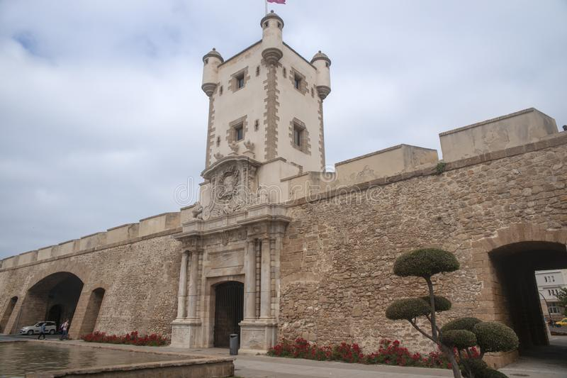 Torren De Tierra Gate in der Stadt von Cadiz, Andalusien lizenzfreie stockfotografie