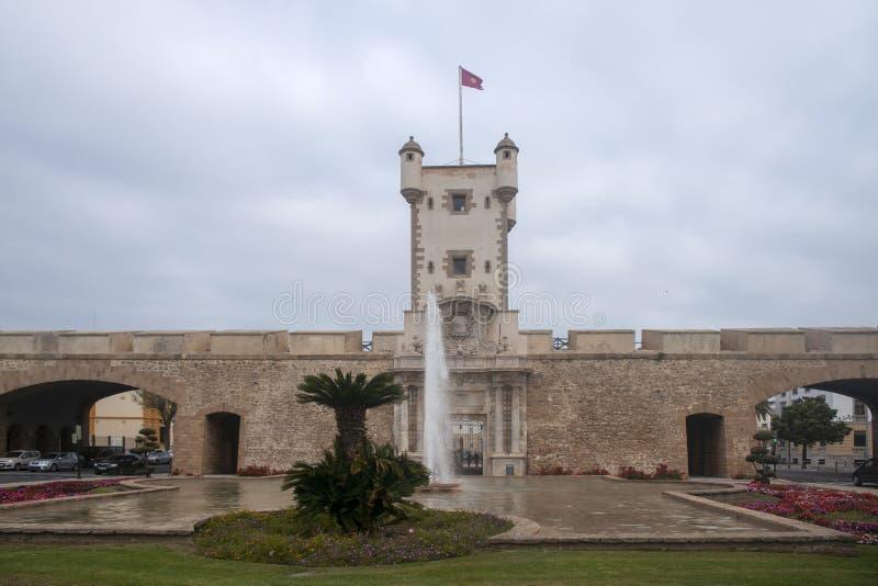 Torren De Tierra Gate in der Stadt von Cadiz, Andalusien lizenzfreie stockfotos