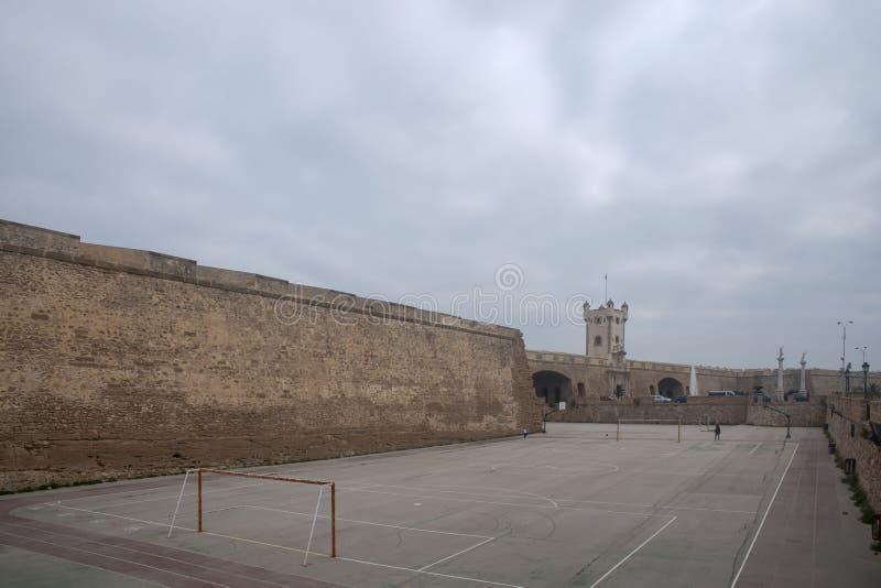 Torren De Tierra Gate in der Stadt von Cadiz, Andalusien stockbild