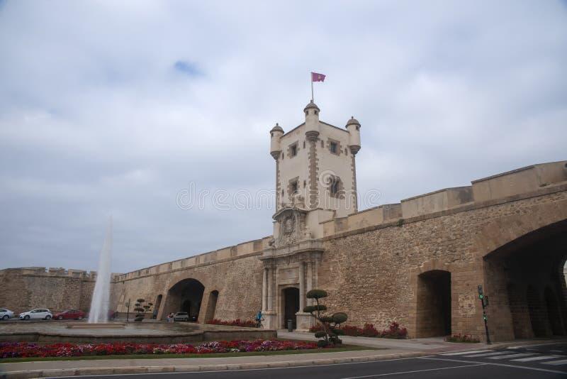 Torren De Tierra Gate in der Stadt von Cadiz, Andalusien stockfotografie