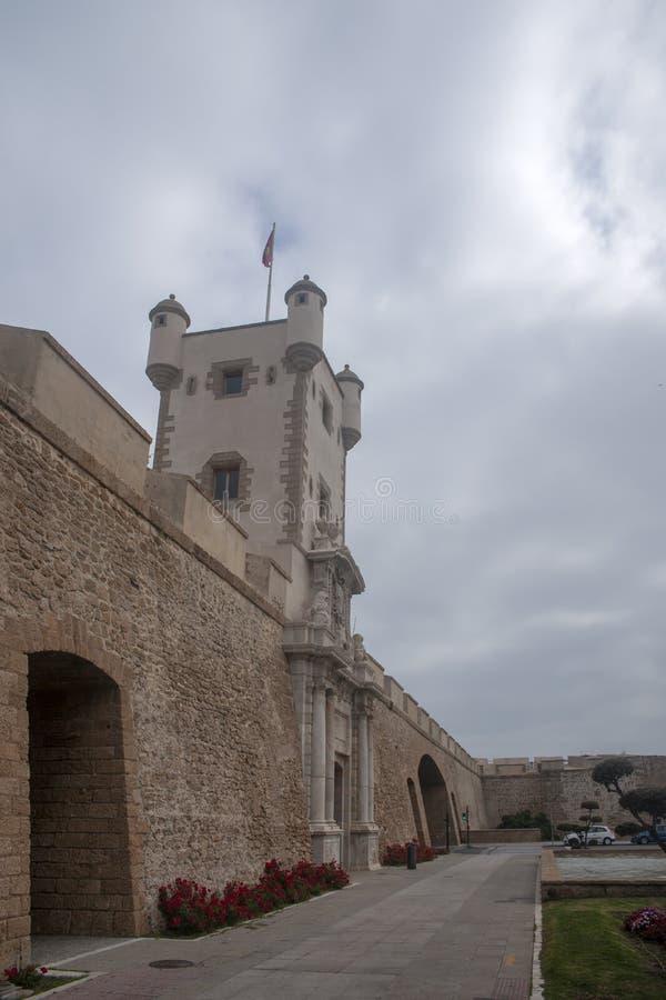 Torren De Tierra Gate in der Stadt von Cadiz, Andalusien stockbilder