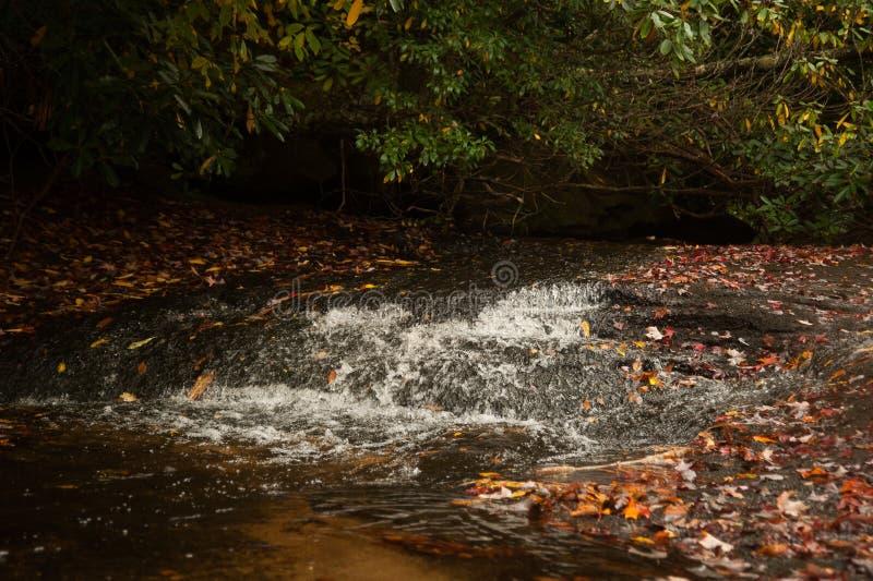 Torrente montano in autunno in Nord Carolina fotografia stock