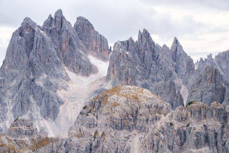 Torres altas de Cadini di Misurina en las montañas de la dolomía imágenes de archivo libres de regalías