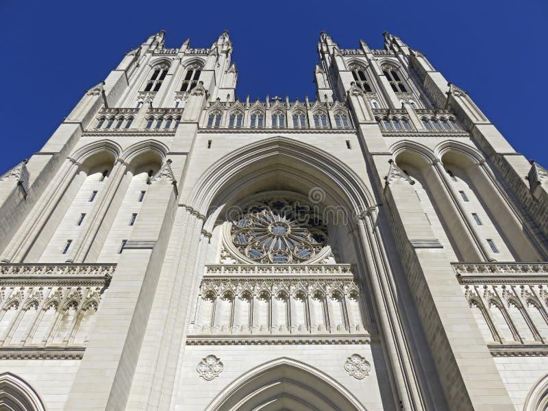 Torres bastante gemelas de la catedral nacional foto de archivo