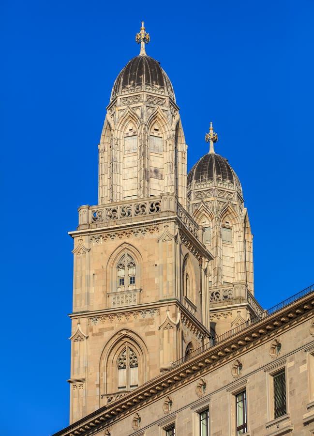 Torres da catedral de Grossmunster em Zurique, Suíça fotos de stock royalty free