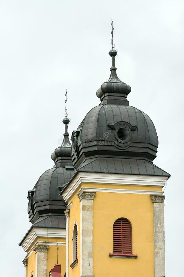 Torres da cidade da catedral de Trencin em Eslováquia fotos de stock