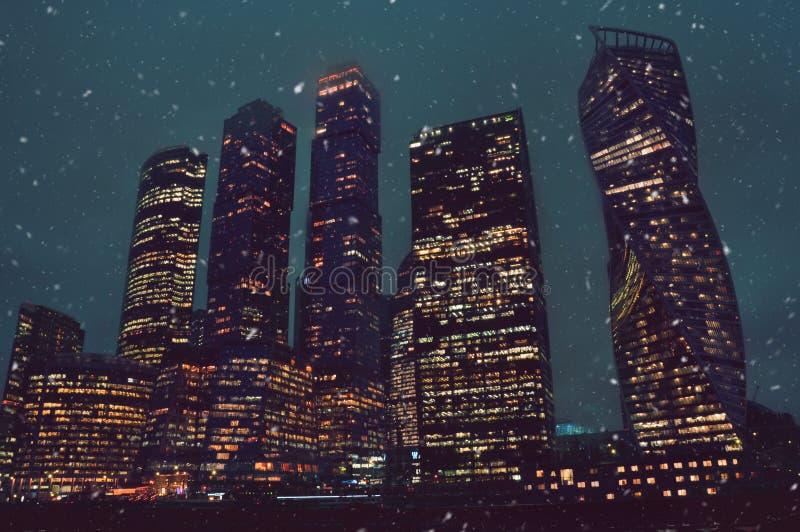 Torres da cidade do grande negócio em Moscou no inverno imagens de stock royalty free