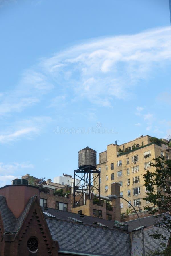 Torres de água New York City dos telhados Manhattan fotos de stock royalty free