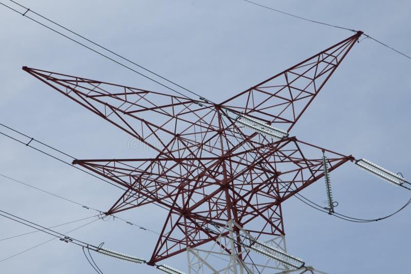 Torres de alta tensão elétricas da transmissão de energia foto de stock royalty free