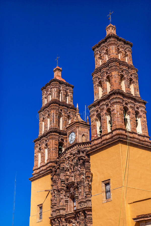 Torres de Bell Dolores Hidalgo Mexico da catedral de Parroquia imagem de stock royalty free