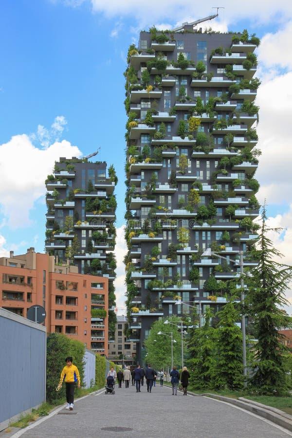Torres de Bosco Verticale em Milão fotos de stock royalty free