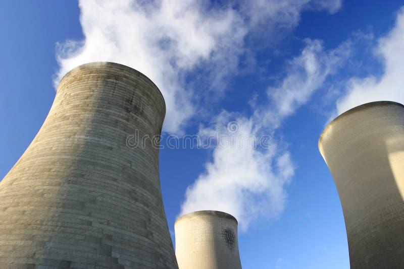 Torres de enfriamiento frescas foto de archivo libre de regalías