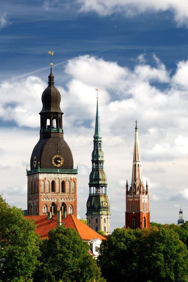 Torres de iglesia en Riga imagen de archivo libre de regalías