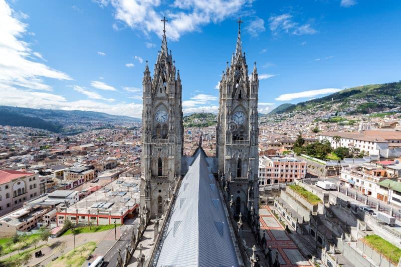 Torres de la basílica de Quito foto de archivo libre de regalías