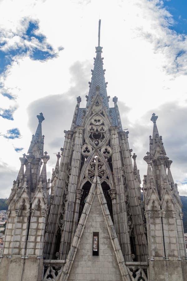 Torres de la basílica del voto nacional en Quito fotografía de archivo