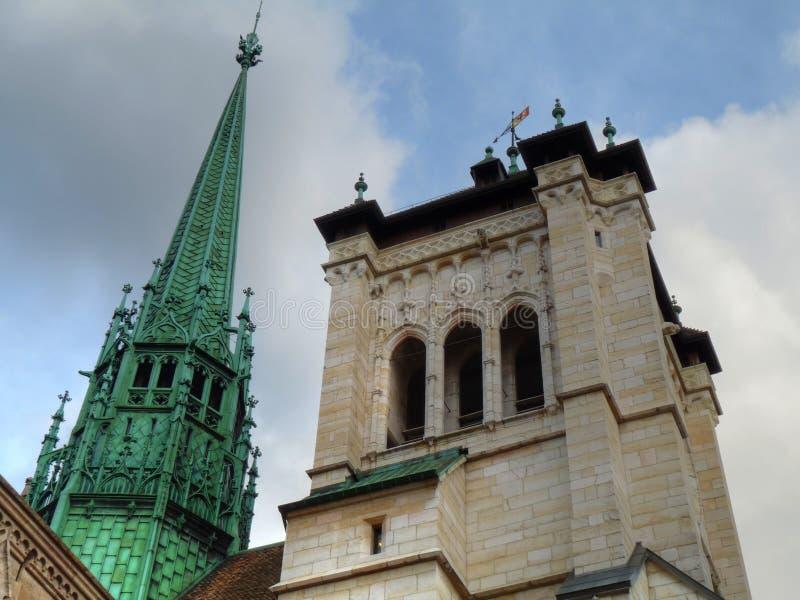 Torres de la catedral del St. Pedro, Ginebra foto de archivo