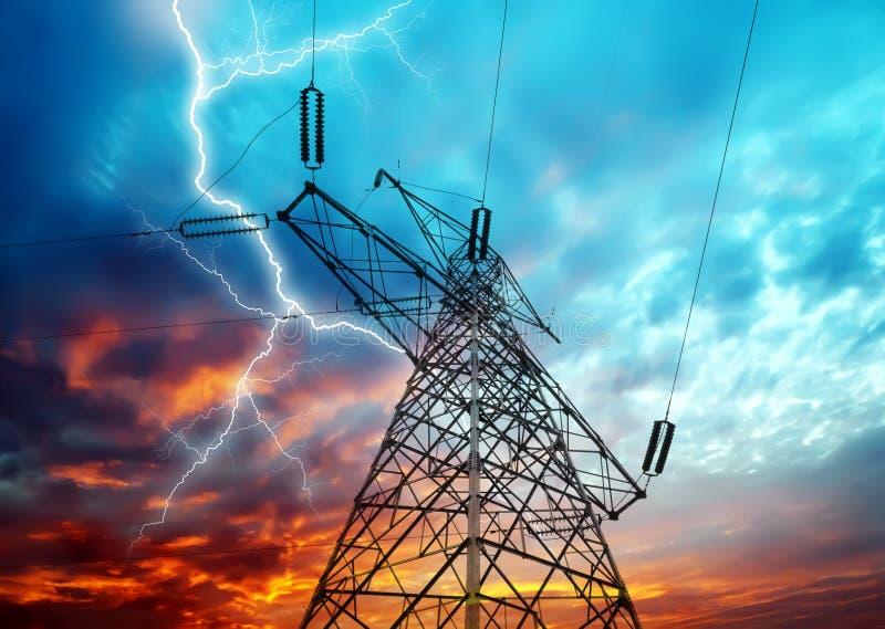Torres de la electricidad foto de archivo