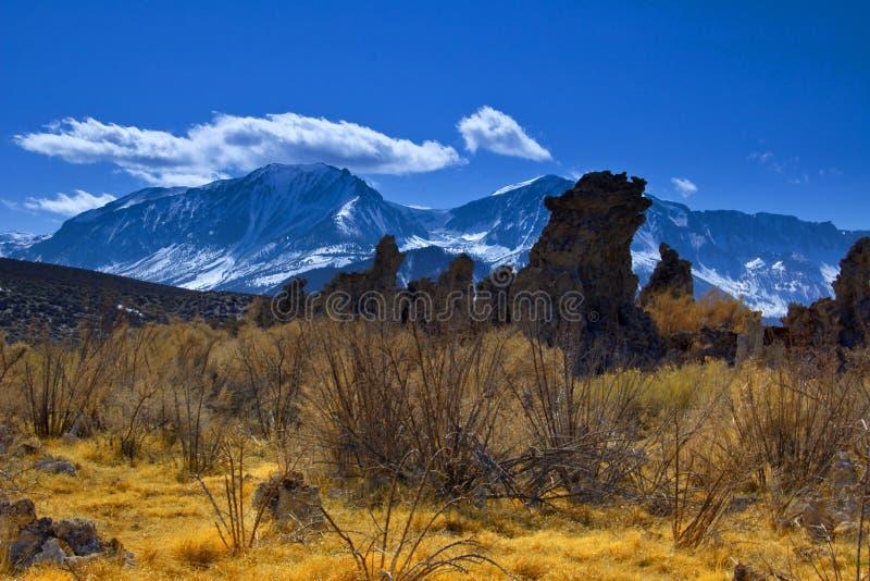 Torres de la toba volcánica y las sierras fotos de archivo