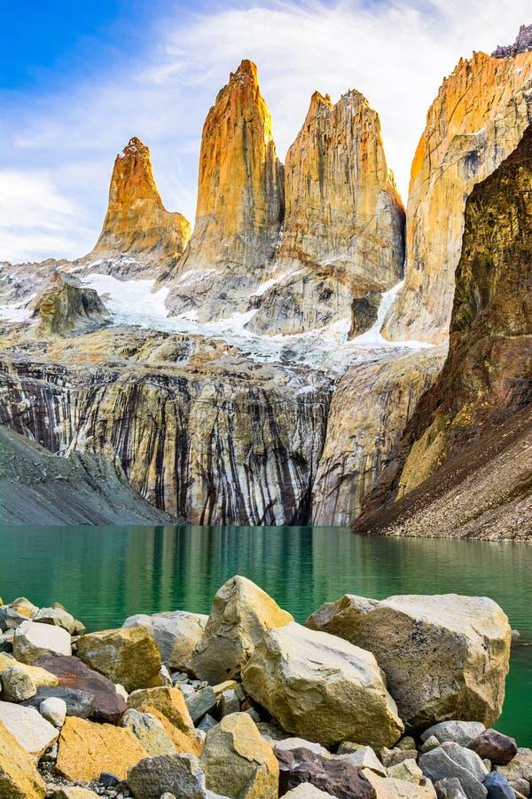 Torres de Laguna avec les tours au coucher du soleil, parc national de Torres del Paine, Patagonia, Chili image stock