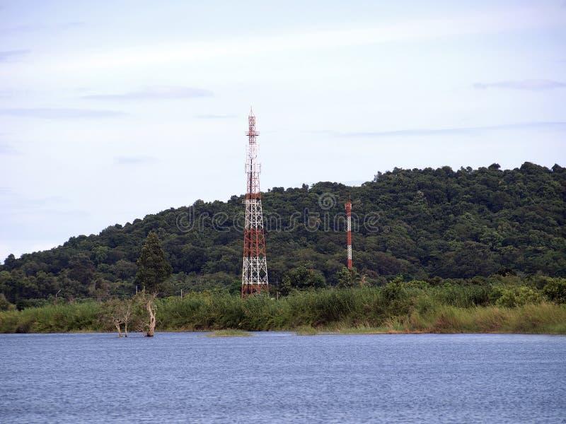 Torres de las telecomunicaciones foto de archivo