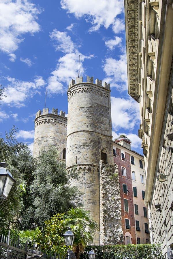 torres de Porta Soprana en Génova fotografía de archivo