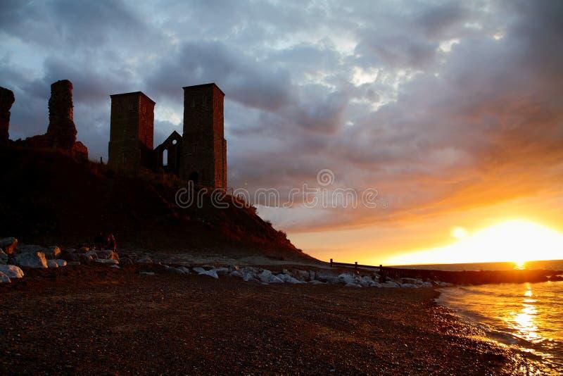Torres de Reculver en la puesta del sol imágenes de archivo libres de regalías