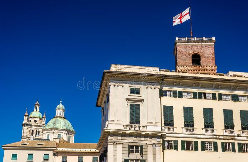 Torres de San Lorenzo Cathedral y del palacio del dux en Génova fotos de archivo libres de regalías