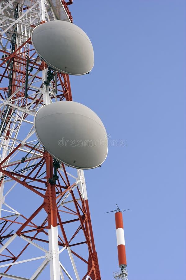 Torres de uma comunicação imagens de stock