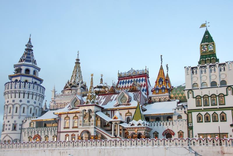 Torres del entretenimiento cultural el Kremlin complejo en Izmailovo en el invierno, una de las señales más populares de Moscú, R imagenes de archivo